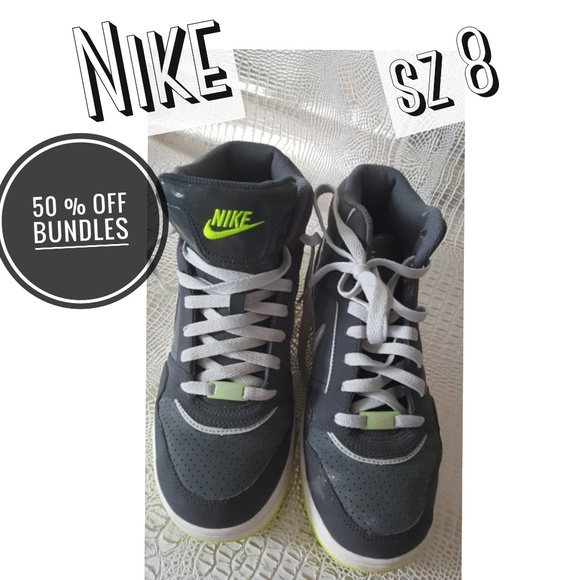 71f2322ed0947 Nike Air sneakers from 2012 limited wear sz 8.5